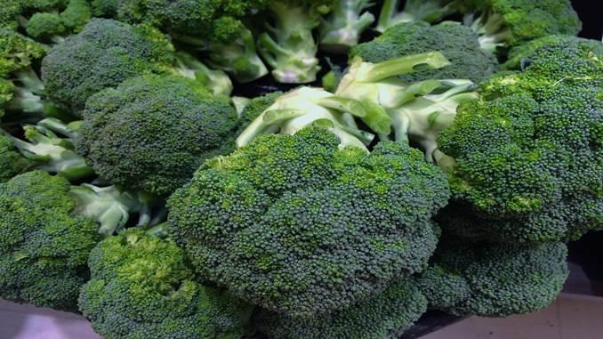 Bubur Brokoli dan Susu (Bayam, Daun Sawi)